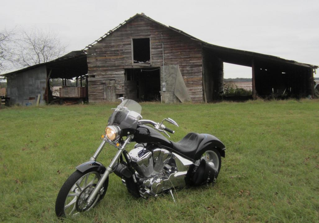 Full Fury Windshield?  Is one out there?-barn.jpg